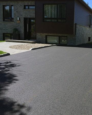 entree-asphalte-garage-exterieur-service