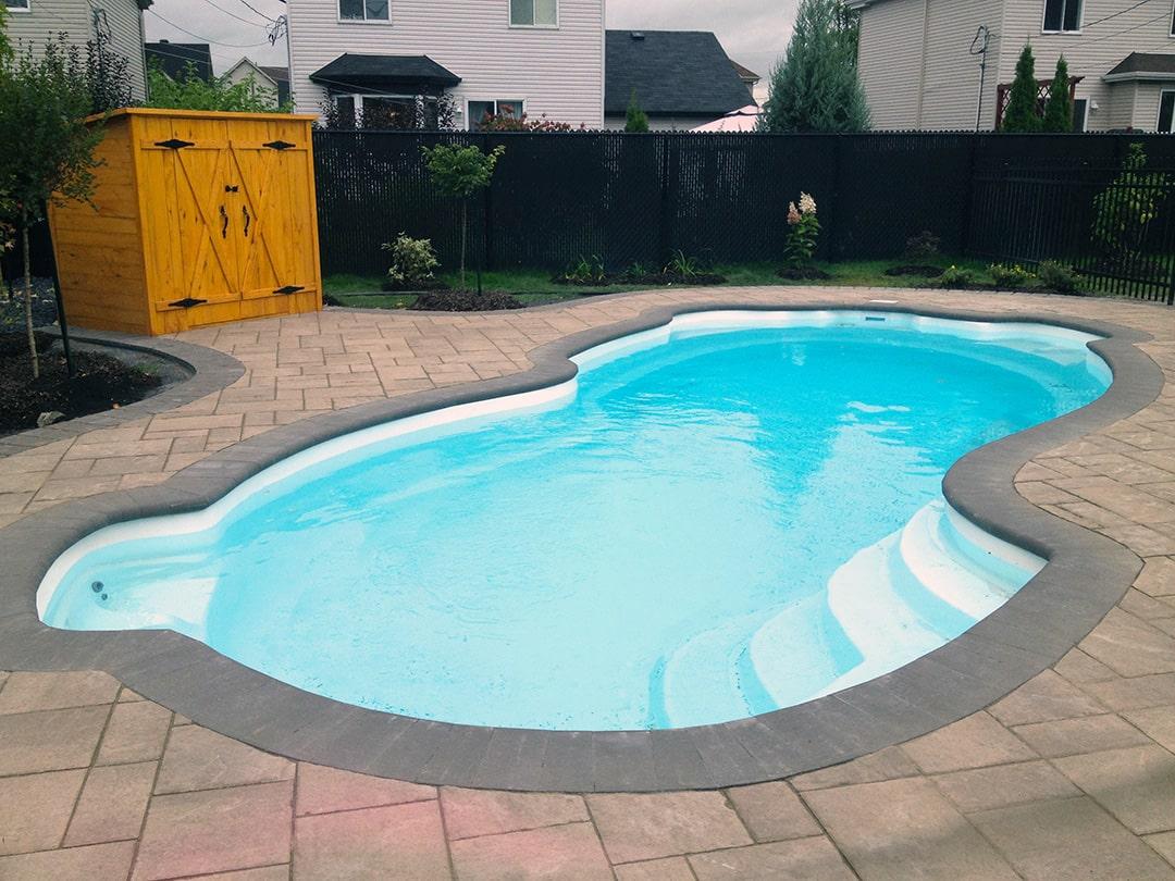 pave-uni-autour-piscine-creuse
