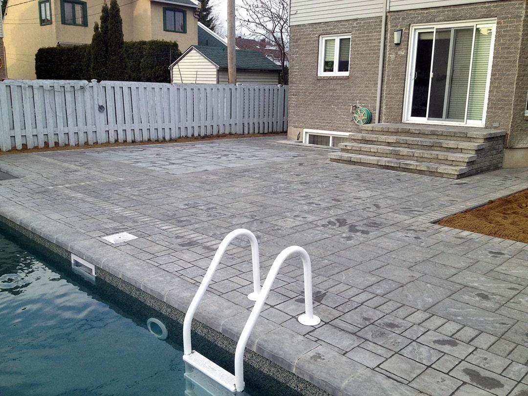 pave-uni-autour-piscine