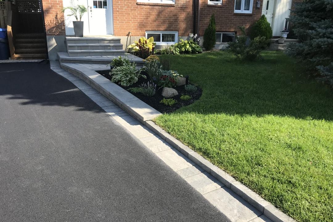 entry-wall-house-asphalt-unistone